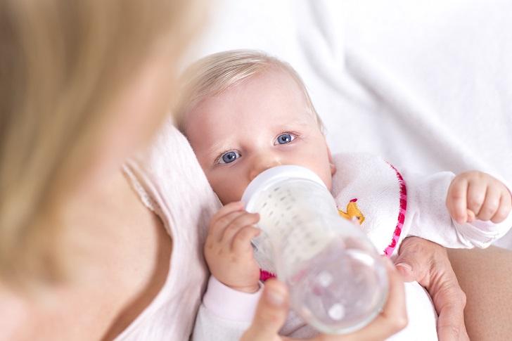 Wechsel von Milchpulver ohne Schäden für das Baby. Bild: mmphoto - fotolia