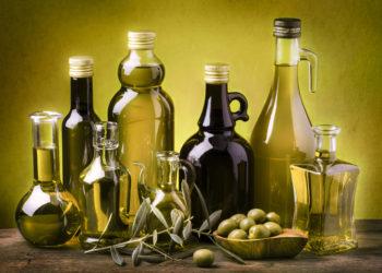 Laut einer aktuellen Studie wirkt Olivenöl blutverdünnend und reduziert somit das Risiko für Blutgerinnsel, bei schon einer Einnahme pro Woche. (Bild: luigi giordano/fotolia.com)