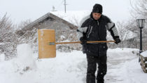 Achtung beim Schneeschaufel: Erhöhtes Herz-Kreislauf-Risiko