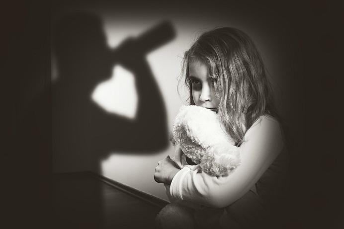 Frühkindliche Traumatisierung verfolgen die Betroffene bis ins Erwachsenenalter. Bild: ambrozinio - fotolia