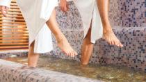 Wassertreten härtet Füße ab. Bild: Kzenon - fotolia