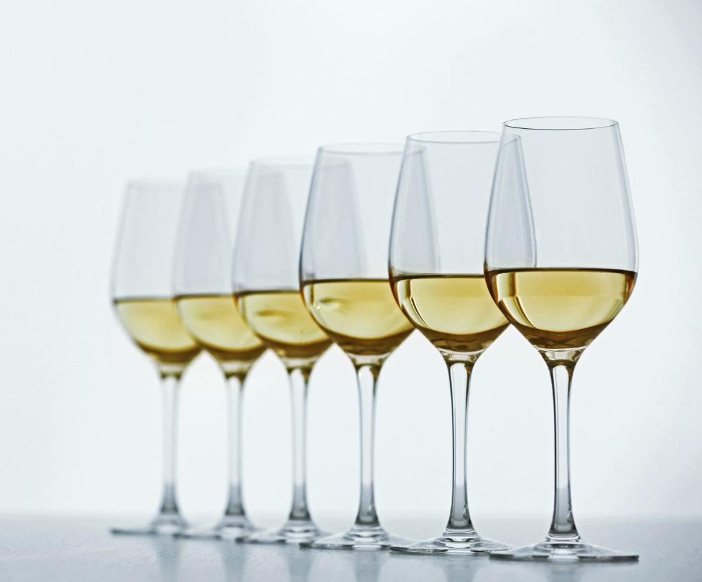 Gifte im Wein geben Rätzel auf. Bild: Africa Studio - fotolia