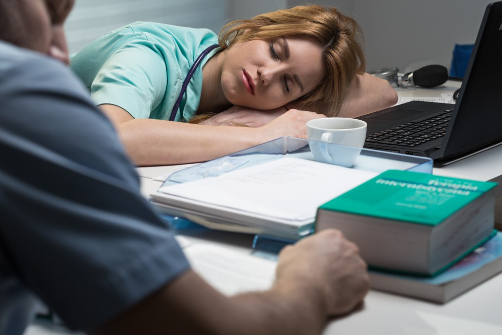 Höhere Sterberate der Patienten durch Überlastung der Pflegekräfte. Bild: Photographee.eu - fotolia