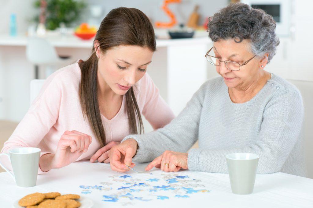 Geistiges Training kann das Auftreten der Alzheimer-Erkrankung verzögern. (Bild:auremar/fotolia.com)