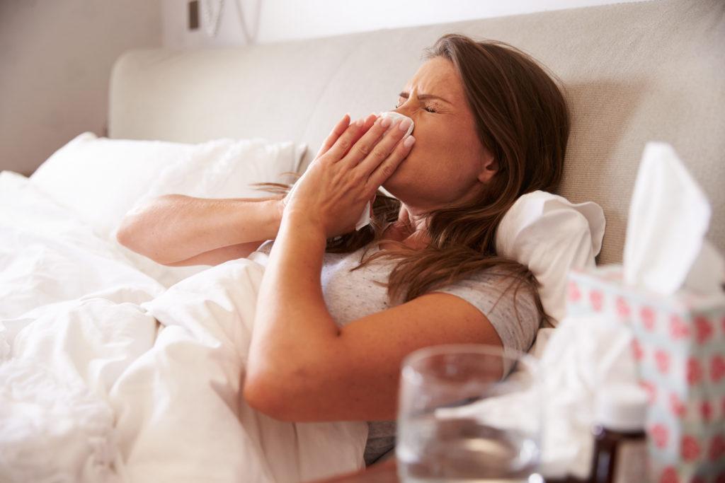 Ist es nur eine harmlose Erkältung oder doch die Grippe? (Bild: Monkey Business/fotolia.com)