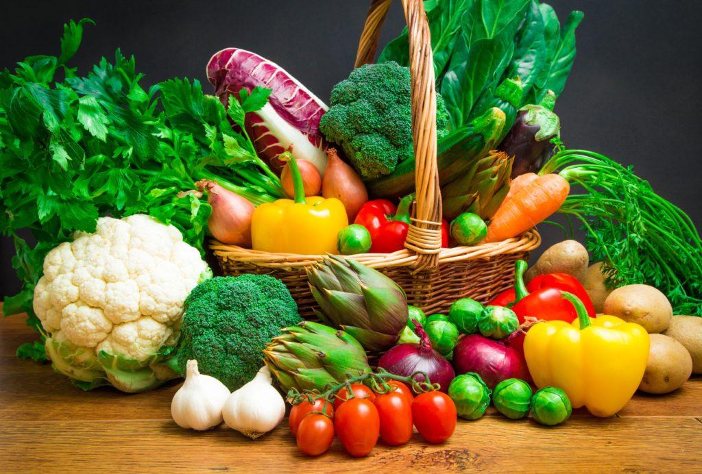 Gesundes Essen schmeckt vielen nicht beim ersten Mal, doch wiederholtes Probieren kann hier helfen. (Bild: larcobasso/fotolia.com)