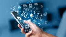 Die Handy-Nutzung vieler Menschen kommt einem Suchtverhalten gleich. (Bild: ra2 studio/fotolia.com)
