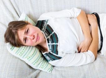Bei Magen-Darmbeschwerden in Form von Durchfall und Erbrechen können Hausmittel oftmals Linderung verschaffen. (Bild: JackF/fotolia.com)