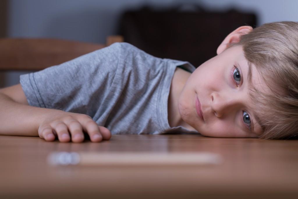 Viele Hochbegabte fühlen sich in der Shcule unetrfordert und gelangweilt, was nicht selten zu Konflikten mit den Leherern und schlechten Noten führt. (Bild: Photographee.eu/fotolia.com)