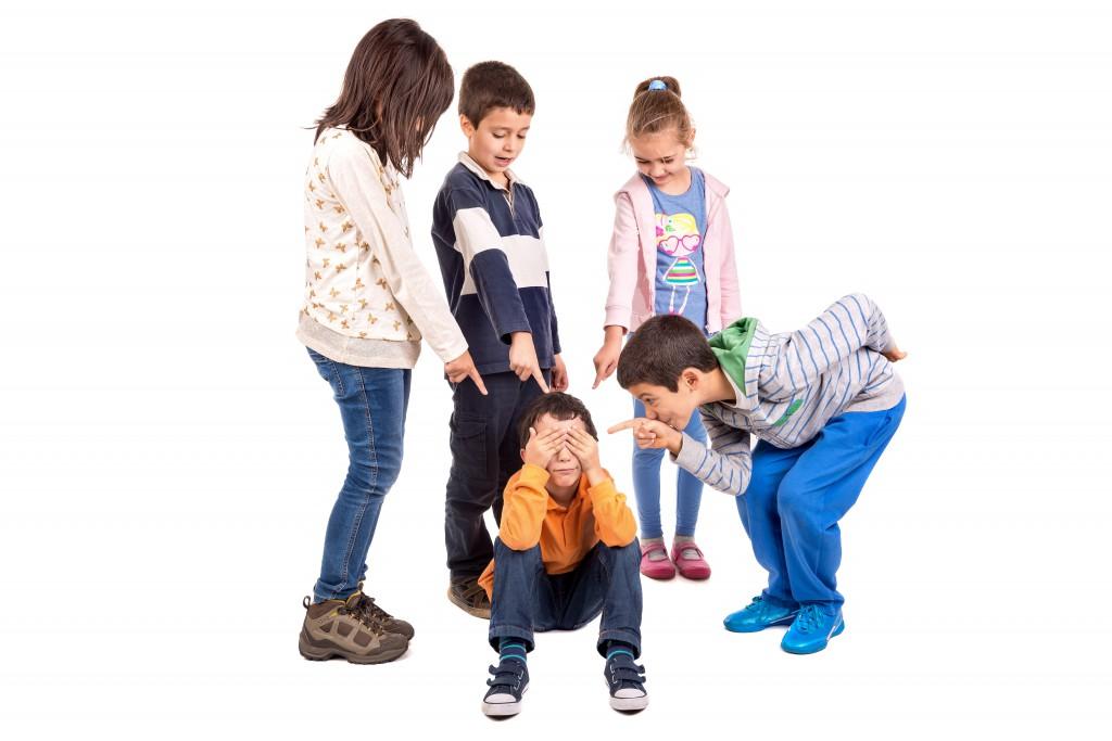 Hochbegabte Kinder haben häufig Schwierigkeiten mit anderen Kindern und werden gemobbt. Langfristig drohen erhebliche soziale und psychische Probleme. (Bild: Luis Louro/fotolia.com)