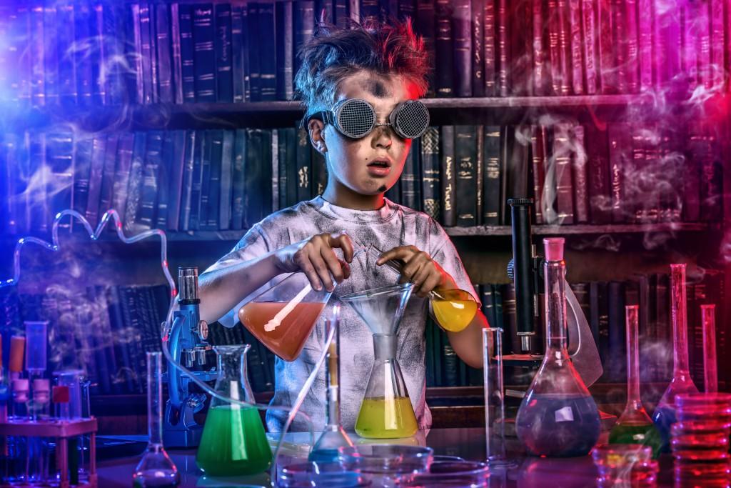 Der Wissensdurst Hochbegabter ist stark ausgeprägt und sie gehen oftmals bereits in frühen Jahren ungwöhnlichen Forschungen nach. (Bild: Andrey Kiselev/fotolia.com)