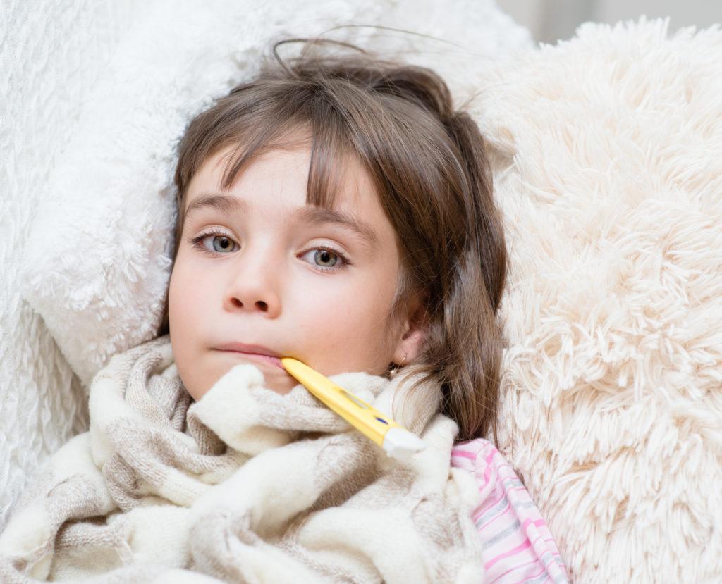 Vielen Kindern werden bei einer Erkältung rezepfreie Arzneien verordnet. (Bild: Ermolaev Alexandr/fotolia.com)
