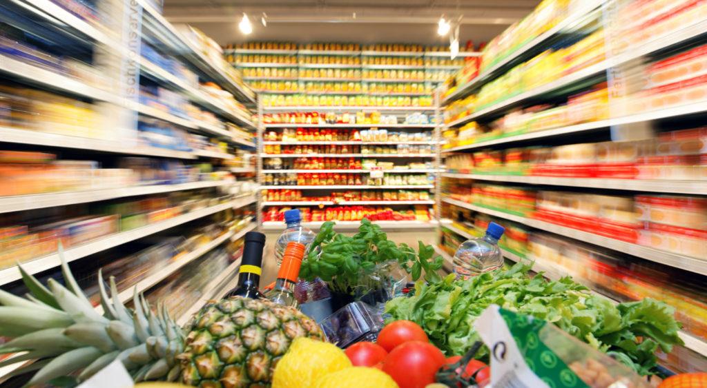 Die globale Warenketten im Lebensmittelhandel stellen den Verbraucherschutz vor enorme Herausforderungen. (Bild: Gina Sanders/fotolia.com)