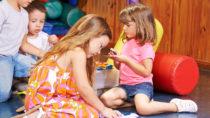 Die Luftverschmutzung in Innenräumen kann insbesondere bei Kindern leicht zu Beschwerden führen. (Bild: Robert Kneschke/fotolia.com)