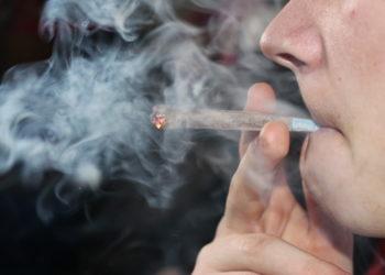 Lange wurde von einem Zusammenhang zwischem dem Konsum von Cannabis und dem Risiko einer Depression oder Angststörung ausgegangen. Die aktuellen Studienergebnisse widersprechen jedoch dieser Einschätzung. (Bild: camilledcsx/fotolia.com)