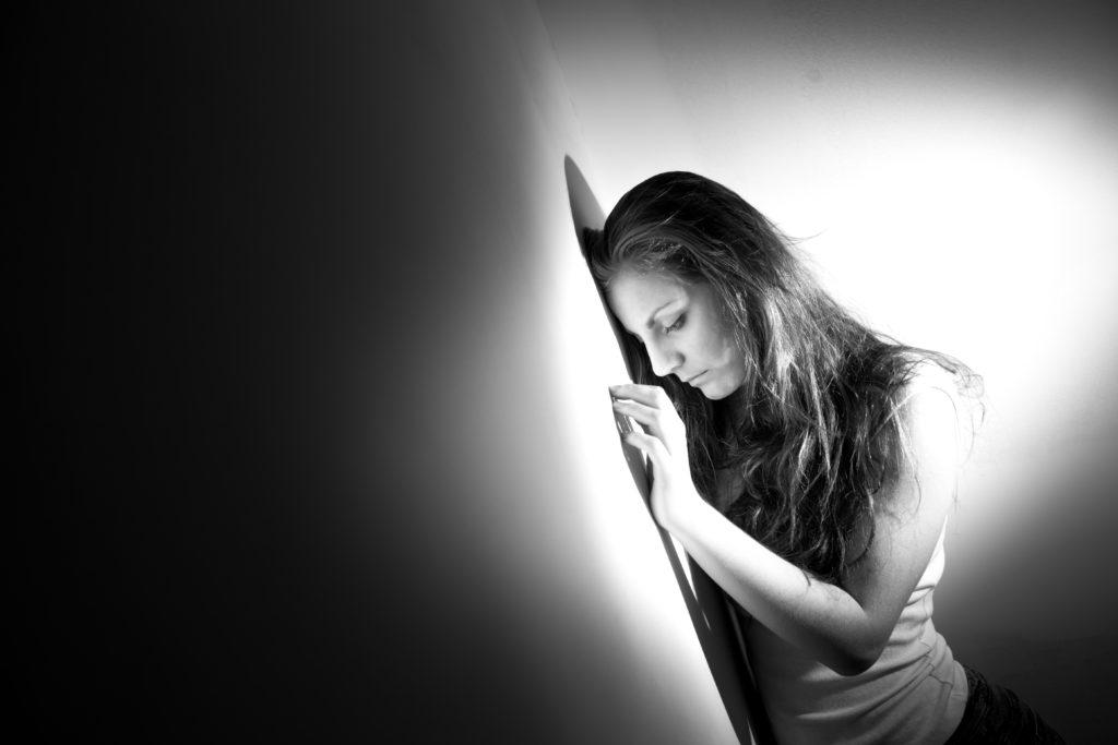 Gegen Depressionen kann eine virtuelle Therapie helfen. (Bild: romanruzicka/fotolia.com)
