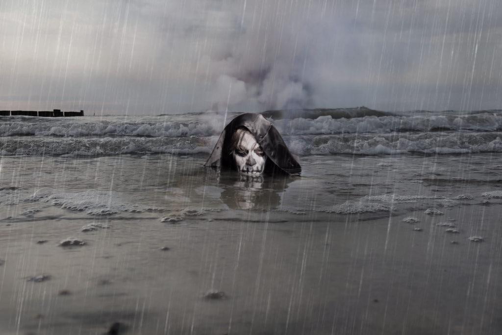 Schlimme Alpträume können Menschen auch im Alltag verfolgen. Bild: Dominika Baum - fotolia