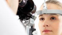 Augenuntersuchung: Die Hälfte aller Deutschen hat Probleme beim Sehen. Bild: Robert Przybysz - fotolia