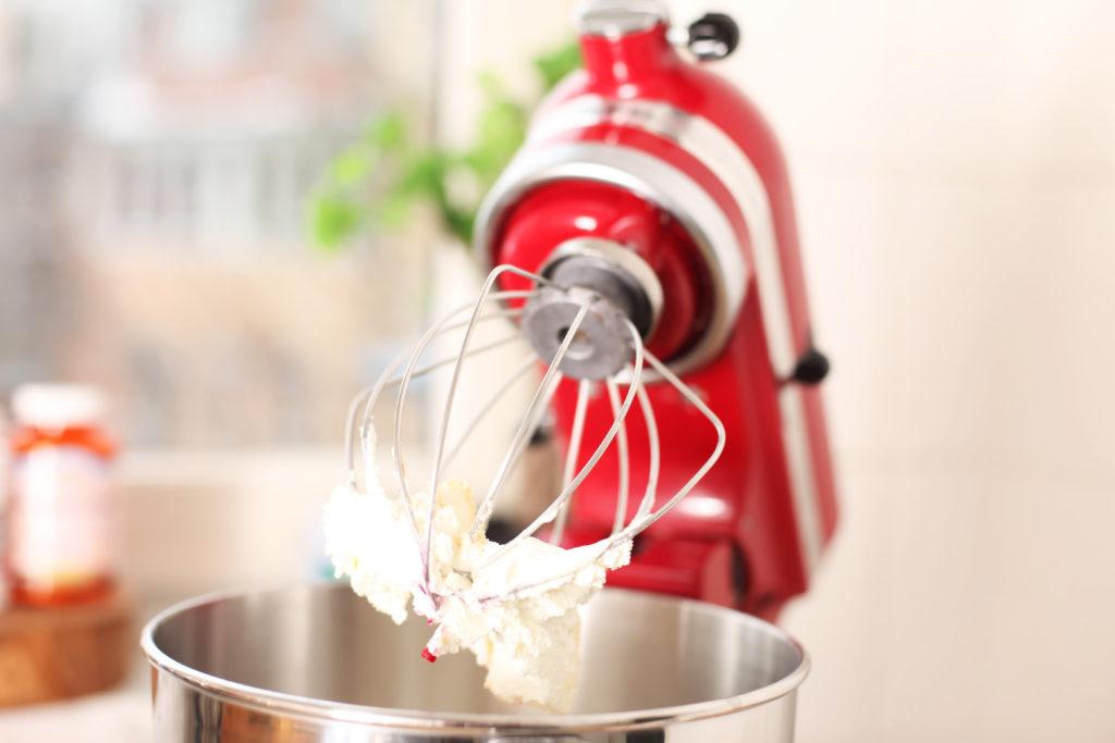 Beim veganen Backen werden Eier zum Beispiel durch gemahlene Leinsamen oder durch Obst ersetzt. (Bild: RAM/fotolia.com)