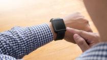 Ein Kanadier verdankt einer Apple Watch sein Leben. Der 62-Jährige erkannte dank der Pulsmessfunktion einen Herzinfarkt. (Bild: one photo/fotolia.com)