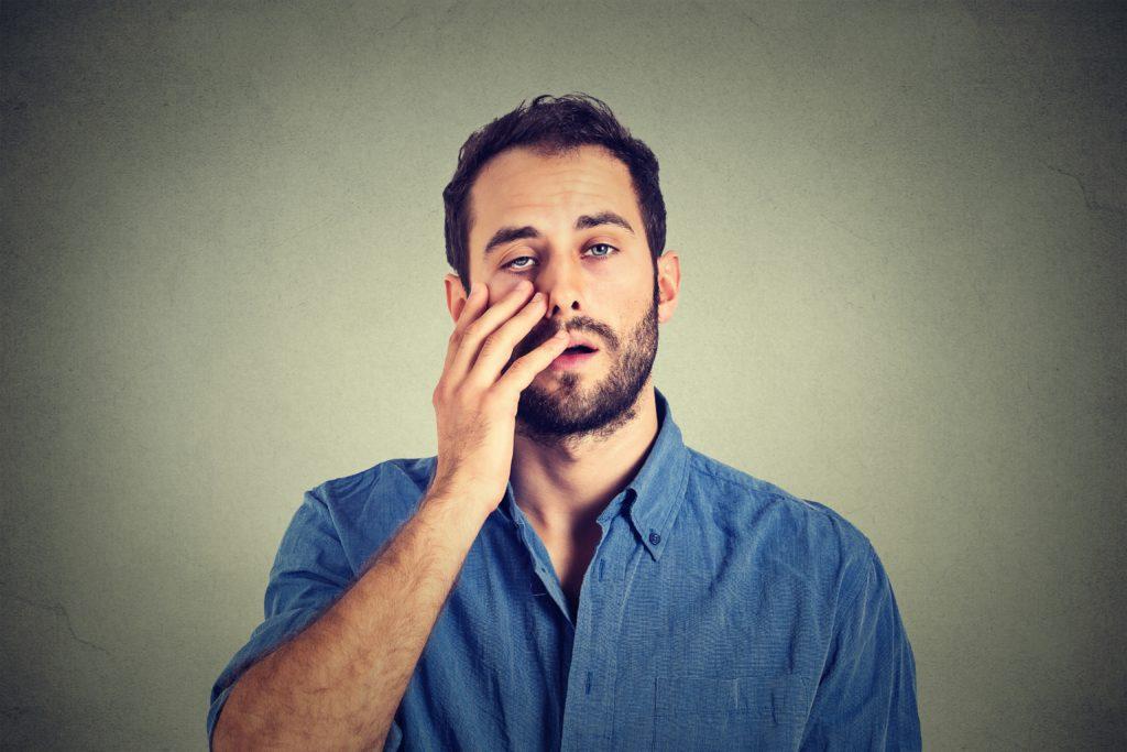 Ständige Müdigkeit und Erschöpfungszustände können Anzeichen eines Burn-outs sein. Allerdings können die Beschwerden auch auf körperliche Erkrankungen hinweisen. (Bild: pathdoc/fotolia.com)