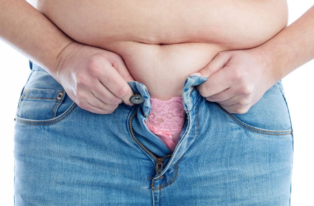 Übergewichtige Frauen und kleine Männer haben laut einer aktuellen Studie Nachteile beim Einkommen. (Bild: Piotr Wawrzyniuk/fotolia.com)
