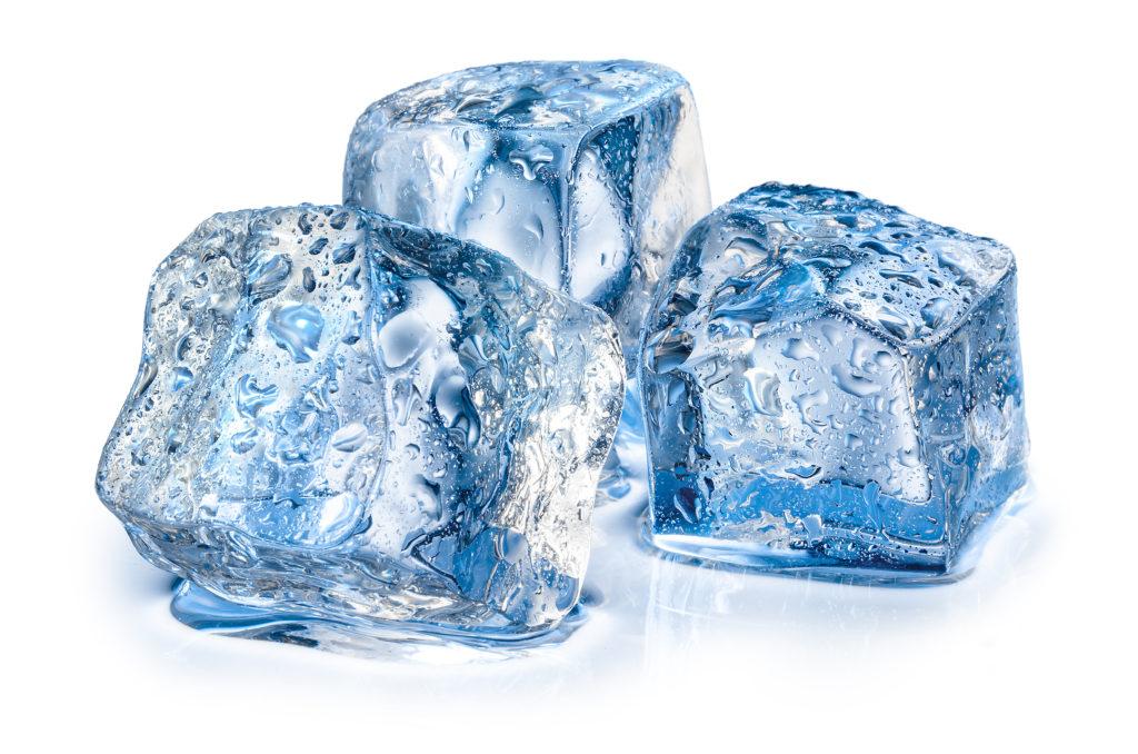 In rund einem Viertel aller Eiswürfel in der Schweiz sind erhöhte Mengen an Krankheitserregern gefunden worden. (Bild: Tim UR/fotolia.com)