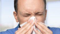 Mitunter sind die Beschwerden einer Pollenallergie nur schwer von einer vorübergehenden Erkältung zu unterscheiden. (Bild: BillionPhotos.com/fotolia.com)