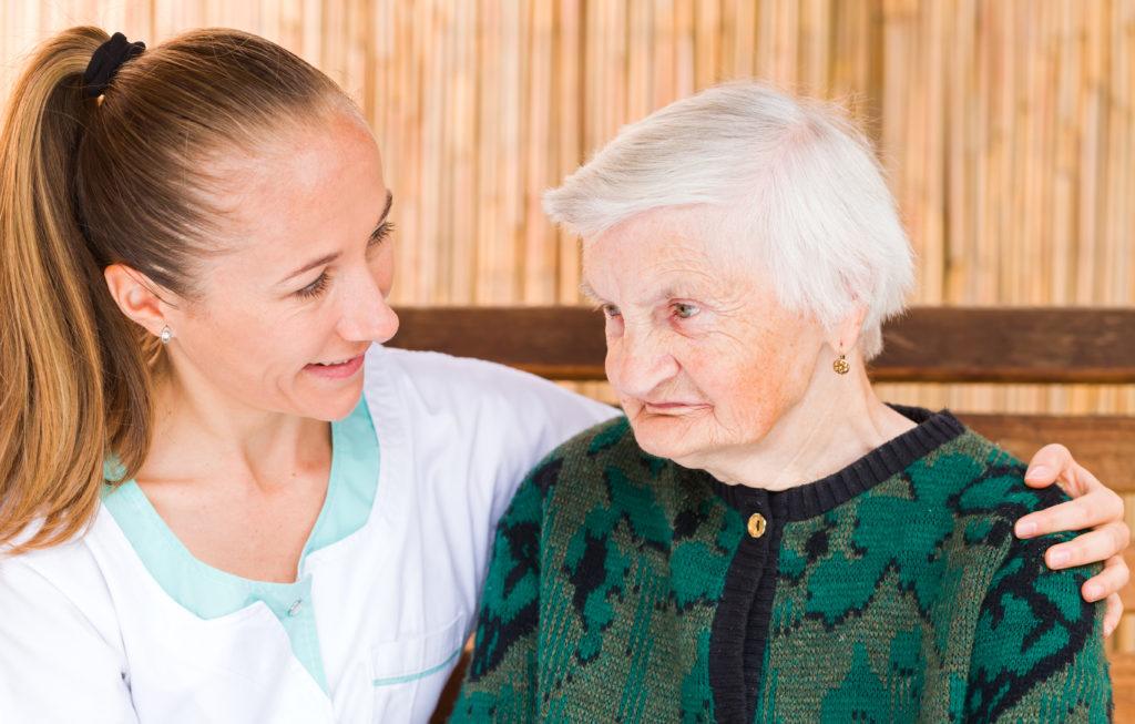 Eine Alzheimer-Erkrankung wirkt sich stärker auf Frauen aus, als auf Männer im selben Stadium der Krankheit. Schuld daran könnten der sinkende Östrogenspiegel bei älteren Frauen und eine fehlende kognitive Reserve sein. (Bild: Ocskay Bence/fotolia.com)