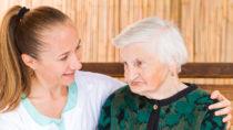 Eine Alzheimer-Erkrankung wirkt sich stärker auf Frauen aus, als auf Männer im selben Stadium der Krankheit. Schuld daran könnte der sinkende Östrogenspiegel bei älteren Frauen sein und eine fehlende kognitive Reserve. (Bild: Ocskay Bence/fotolia.com)