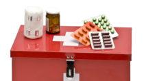 Die Hausapotheke sollte in kühlen, trockenen Räumen positioniert werden, damit die Wirkung der Arzneien nicht beeinträchtigt wird. (Bild: euthymia//otolia.com)