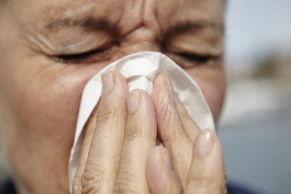 Durch die Kälteeinbrüche der vergangenen Wochen wurde der Beginn des Birkenpollenflugs leicht verzögert, so dass Allergiker über Ostern noch verschon bleiben. (Bild: miamariam/fotolia.com)