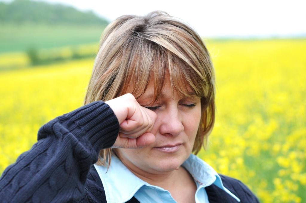 Oft sind Pollen die Ursache für juckende und gerötete Augen. Doch auch Infektionen können solche Beschwerden hervorrufen. (Bild: photocrew/fotolia.com)