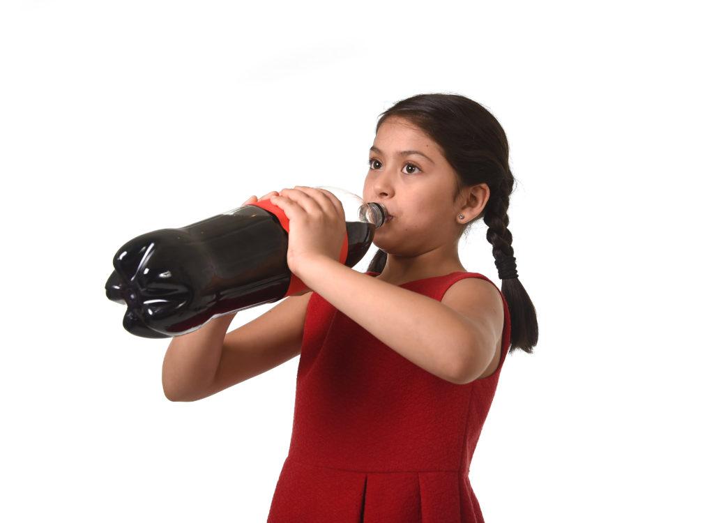 Koffeinhaltige Getränke und Lebensmittel sind für Kinder ungeeignet, wobei mitunter nicht auf den ersten Blick zu erkennen ist, welche Lebensmittel tatsächlich Koffein enthalten. (Bild Focus Pocus LTD/fotolia.com)