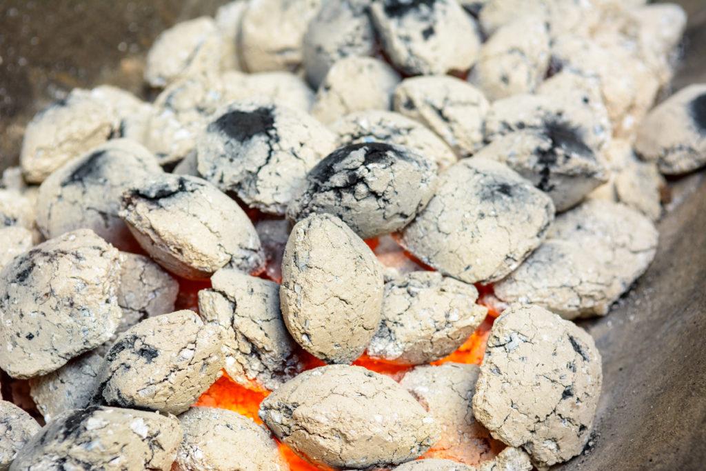 In Nordrhein-Westfalen starb ein Mann an einer Kohlenmonoxidvergiftung. Er heizte seine Wohnung mit einem Holzkohlengrill. (Bild: HERRKITZINGER/fotolia.com)