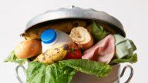 Jedes Jahr werden Millionen Tonnen an Lebensmitteln weggeworfen. Oft auch, weil das MHD missverstanden wird. Der Bundesernährungsminister ist für eine Abschaffung dieser Angabe. (Bild: highwaystarz/fotolia.com)