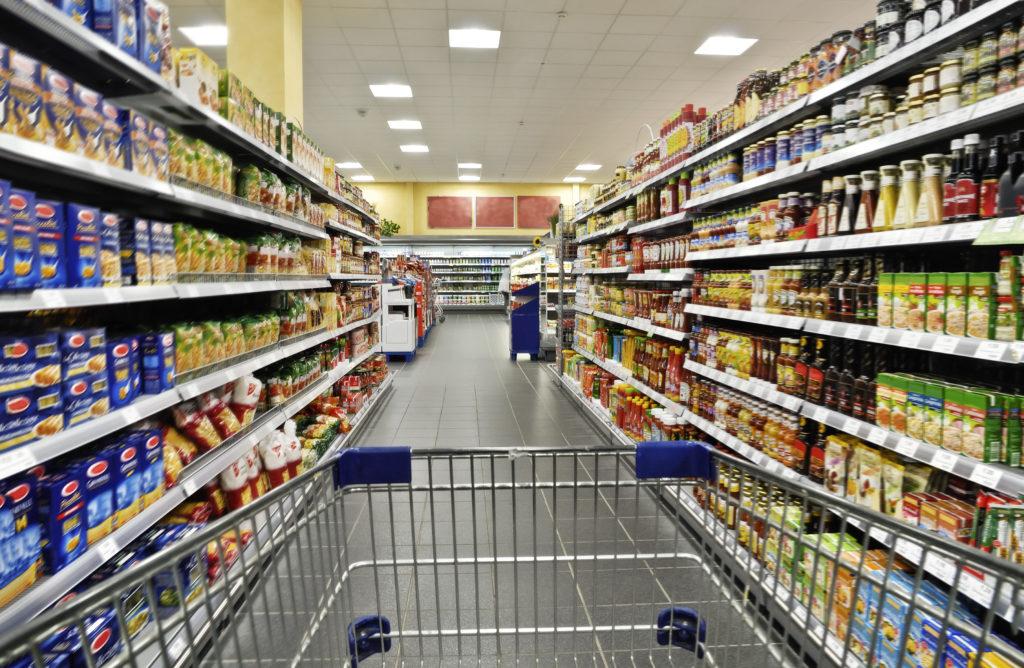 Der Discounter Aldi verbannt alle Lebensmittel mit Mineralölrückständen aus seinem Sortiment. (Bild:Eisenhans/fotolia.com)