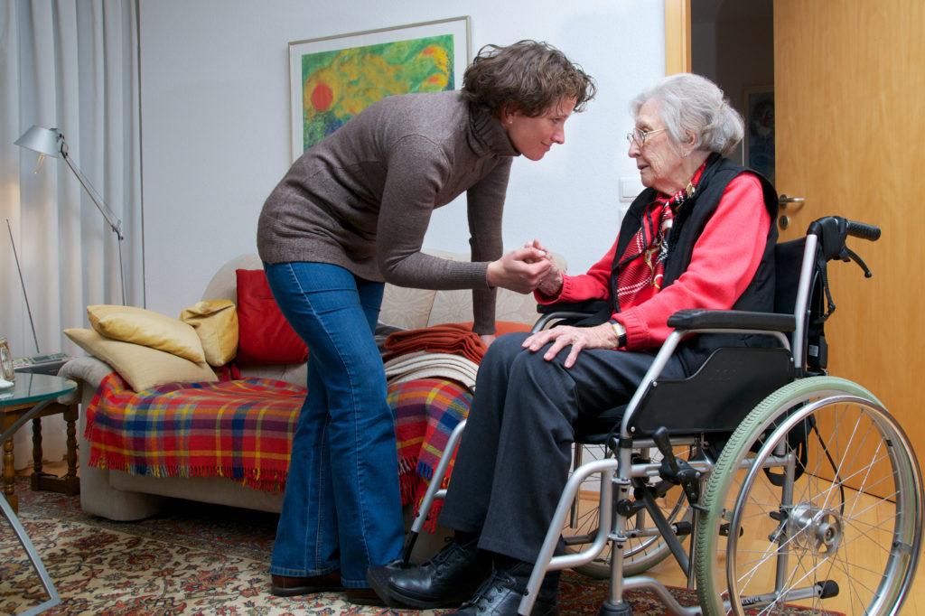 In Deutschland sind immer mehr Menschen auf Pflege angewiesen. Viele können das Geld nicht aufbringen und werden zum Sozialfall. (Bild: Peter Maszlen/fotolia.com)