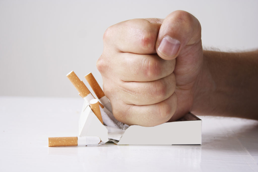 Forscher stellten bei einer Untersuchung fest, dass Menschen den größten Erfolg haben, mit dem Rauchen aufzuhören, wenn sie dies abrupt tun. (Bild: Oleksandra Voinova/Fotolia.com)