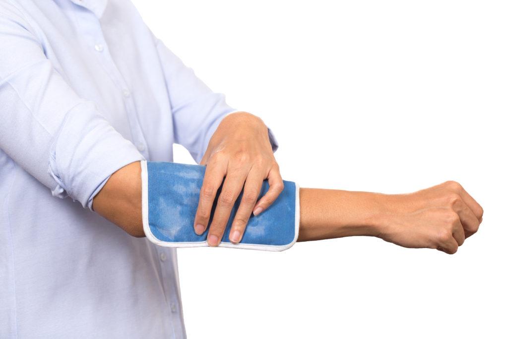 Rheuma-Patienten nehmen in der Regel langfristig Medikamente gegen ihre Beschwerden ein. Doch auch mit Naturheilverfahren können Schmerzen gelindert werden. (Bild: tatomm/fotolia.com)