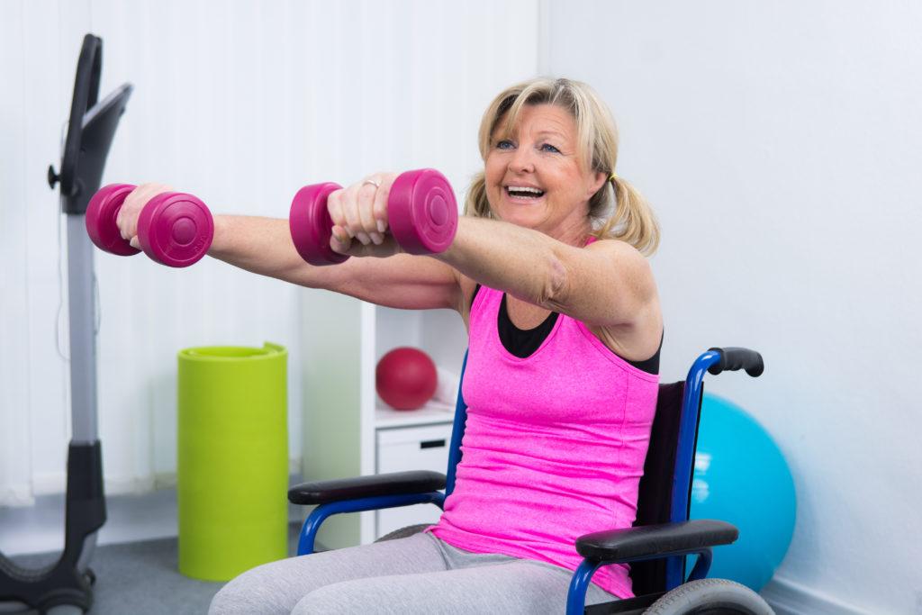 Nach einem Schlaganfall haben Patienten oft lebenslang mit den Folgen wie etwa Lähmungen zu kämpfen. Eine neue Therapie kann die Funktionstüchtigkeit eines gelähmten Arms wieder verbessern. (Bild: Picture-Factory/fotolia.com)