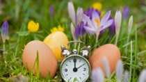 Am Osterwochenende wird die Uhr auf Sommerzeit umgestellt. Experten empfehlen, den Schlafrhythmus schrittweise anzupassen. (Bild: diesidie/fotolia.com)