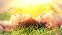 Intensive Sonneneinstrahlung erhöht das Hautkrebsrisiko. Wer jedoch ganz auf Sonnenbäder verzichtet, gefährdet seine Gesundheit. (Bild: Jürgen Fälchle/fotolia.com)