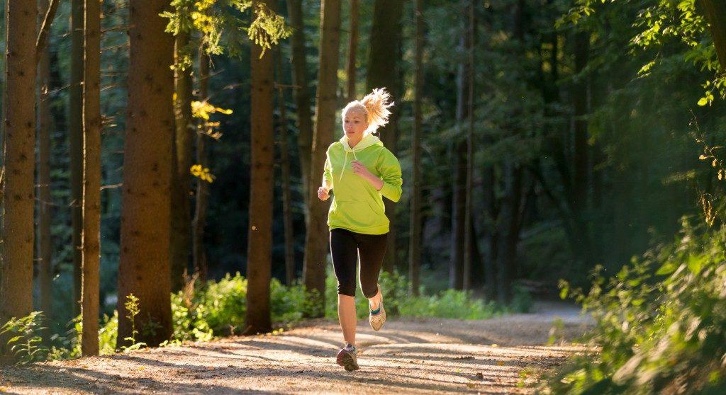 Intensive Bewegung reduziert das Hungergefühl. (Bild: kasto/fotolia.com)