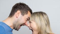 Ein emotionaler, lauter Streit in der Partnerschaft kann ein Hinweis auf eine baldige Trennung sein.  Paare können den Umgang mit Konflikten trainieren. (Bild: DDRockstar/fotolia.com)