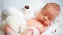 Tester finden Parfümstoffe in Baby-Feuchttüchern. Bild: JenkoAtaman - fotolia