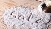 Zu viel Salz in Lebensmitteln. Bild: Sabine Hürdler - fotolia