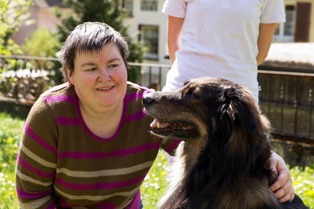 Oft werden Hunde für die Therapie eingesetzt. Bild: Miriam Dörr - fotolia
