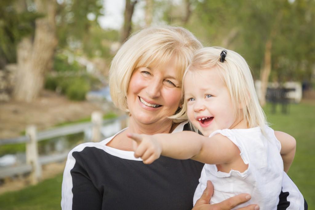 Kinder von älteren Müttern sind einer neuen Studie zufolge gesünder, größer und intelligenter als der Nachwuchs jüngerer Frauen. (Bild: Andy Dean/fotolia.com)