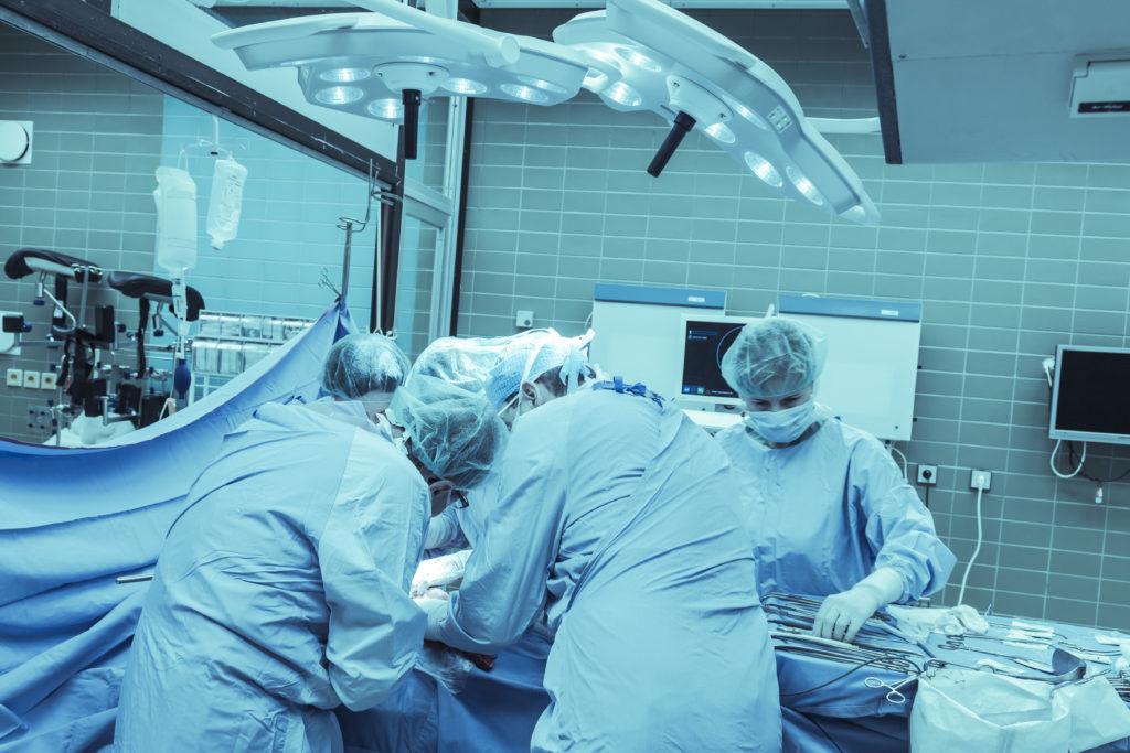 Bei der Operation von Enddarmkrebs sind Nervenverletzungen relativ häufig, die anschließend Beeinträchtigungen der Sexual- und Blasenfunktion sowie der Stuhlabgabe mit sich bringen können. (BIld: Herrndorff/fotolia.com)